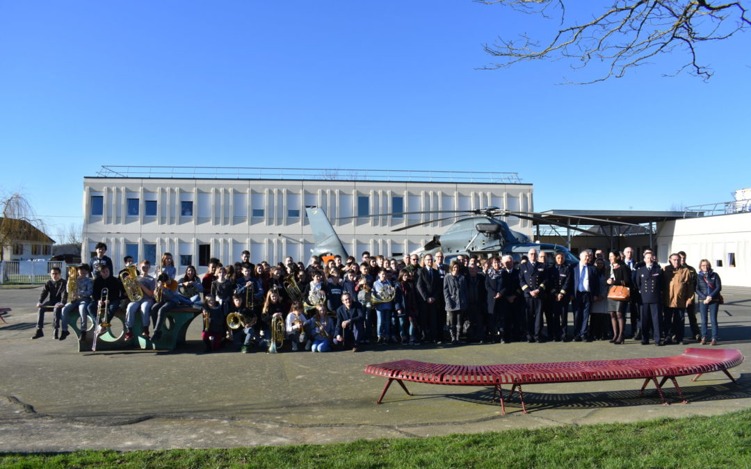 Photos de la cérémonie de signatures des conventions CDSG et venue de l'hélicoptère